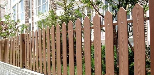 làm hàng rào bằng gỗ