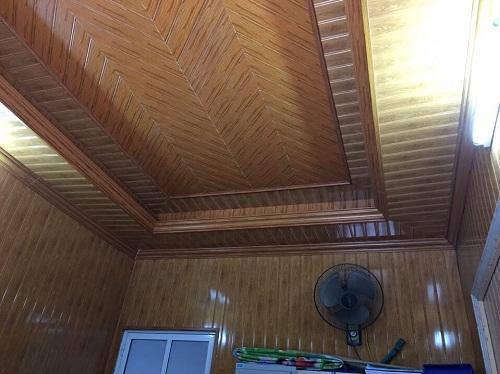 trần nhựa giả vân gỗ